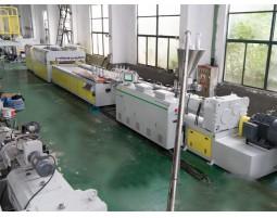 PVC 中空门板生产线